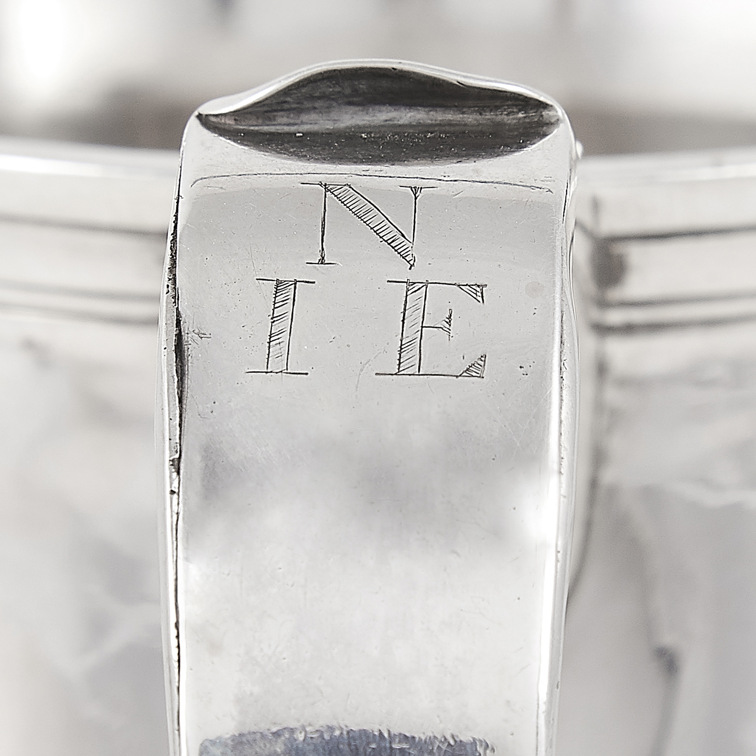 ANTIQUE GEORGE III STERLING SILVER PINT MUG, JOHN LANGLANDS, NEWCASTLE 1769 the tapering body on a - Image 3 of 3