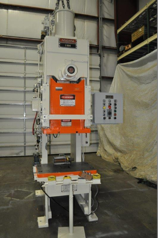 """90 TON NIAGARA MODEL E90 OBI BACK GEARED PRESS; S/N 52482, 39"""" LEFT TO RIGHT X 25"""" FRONT TO BACK"""