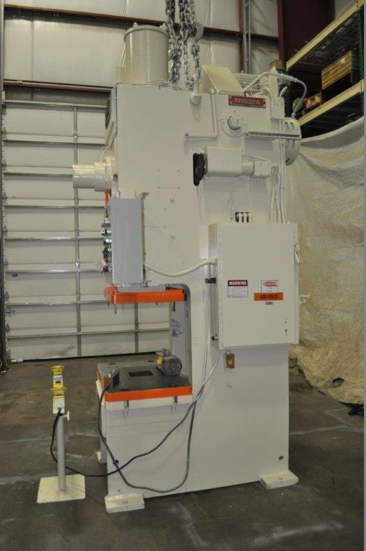 """90 TON NIAGARA MODEL E90 OBI BACK GEARED PRESS; S/N 52482, 39"""" LEFT TO RIGHT X 25"""" FRONT TO BACK - Image 2 of 9"""