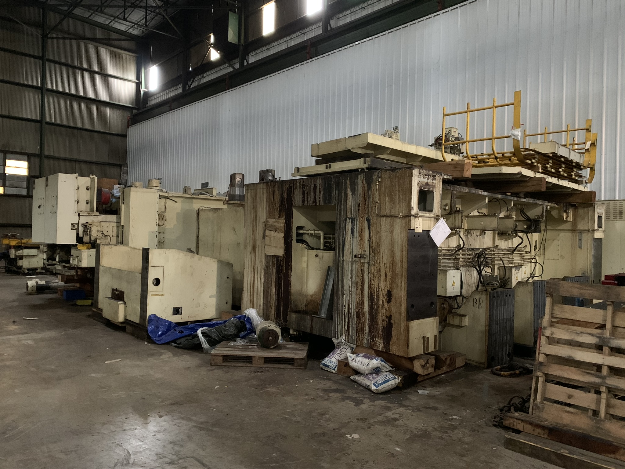 "660 TON KOMATSU SERVO PRESS MODEL HF4-600 STRAIGHT SIDE DOUBLE CRANK PRESS; S/N 10001, 11.81"" - Image 6 of 19"