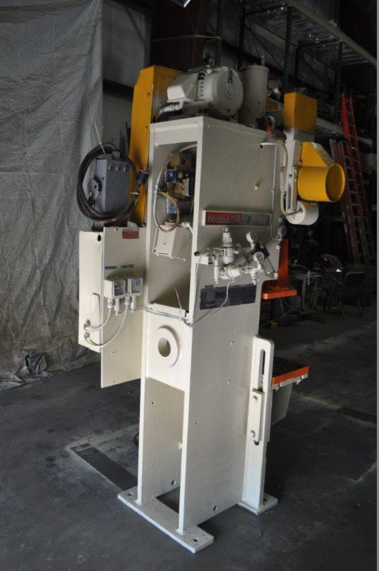 """35 TON NIAGARA MODEL AMB-35 ADJUSTABLE BEND HORN PRESSES; S/N 49359, 24"""" LEFT TO RIGHT X 16"""" FRONT - Image 8 of 9"""