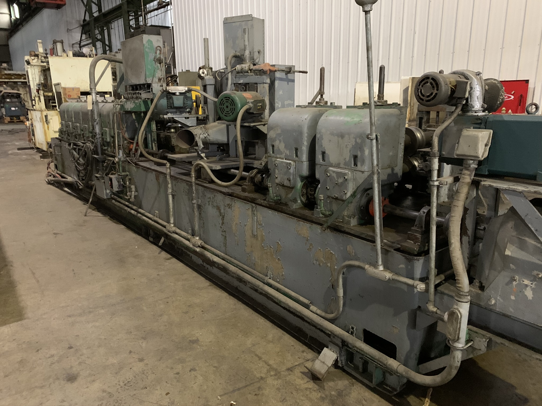 YODER MODEL M2.5 TUBE MILL; S/N C0-1424, 9-STAND 4-BREADKDOWN STANDS, (3) FINISHING STANDS, (2) - Image 8 of 8