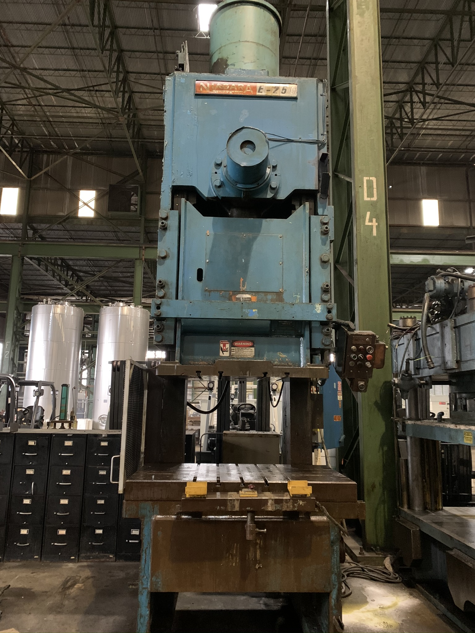 """250 TON NIAGARA MODEL E250 GAP FRAME PRESS; S/N 51238, 58"""" LEFT TO RIGHT X 34"""" FRONT TO BACK BED, - Image 3 of 11"""