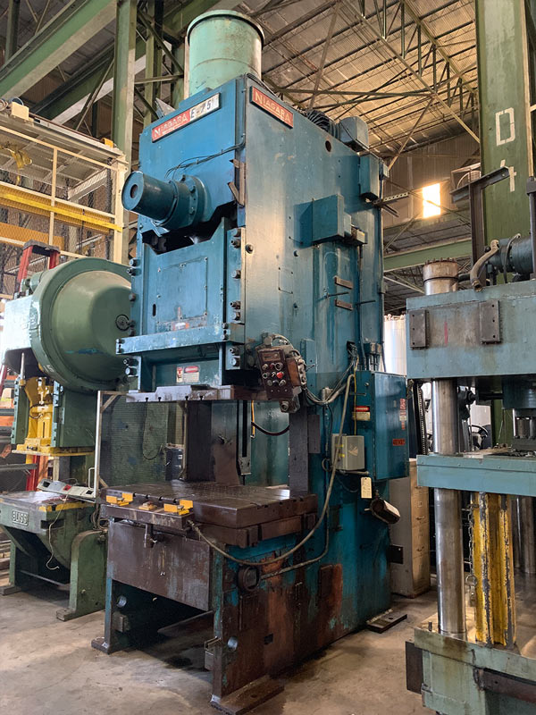 """250 TON NIAGARA MODEL E250 GAP FRAME PRESS; S/N 51238, 58"""" LEFT TO RIGHT X 34"""" FRONT TO BACK BED, - Image 8 of 11"""