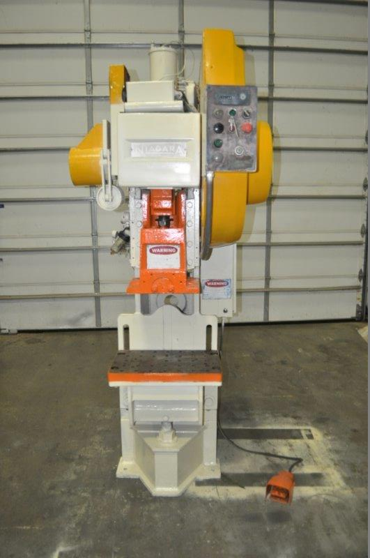 """35 TON NIAGARA MODEL AMB-35 ADJUSTABLE BEND HORN PRESSES; S/N 49359, 24"""" LEFT TO RIGHT X 16"""" FRONT"""