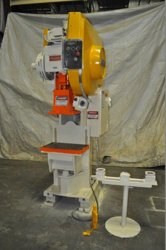 """35 TON NIAGARA MODEL AMB-35 ADJUSTABLE BEND HORN PRESSES; S/N 51901, 24"""" LEFT TO RIGHT X 16"""" FRONT"""