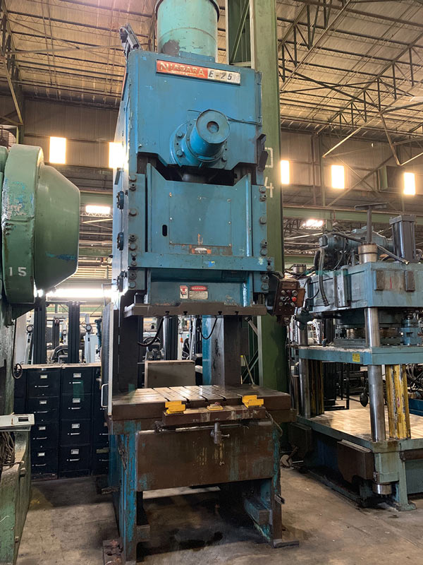 """250 TON NIAGARA MODEL E250 GAP FRAME PRESS; S/N 51238, 58"""" LEFT TO RIGHT X 34"""" FRONT TO BACK BED, - Image 7 of 11"""