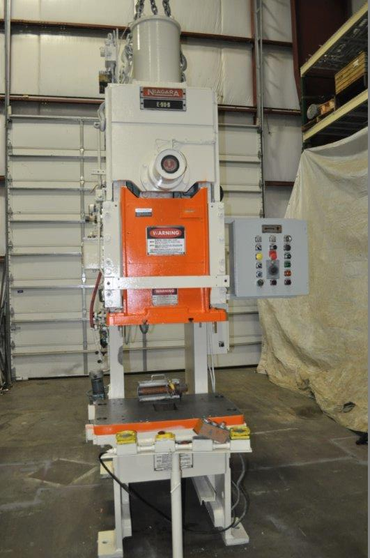 """90 TON NIAGARA MODEL E90 OBI BACK GEARED PRESS; S/N 52482, 39"""" LEFT TO RIGHT X 25"""" FRONT TO BACK - Image 4 of 9"""