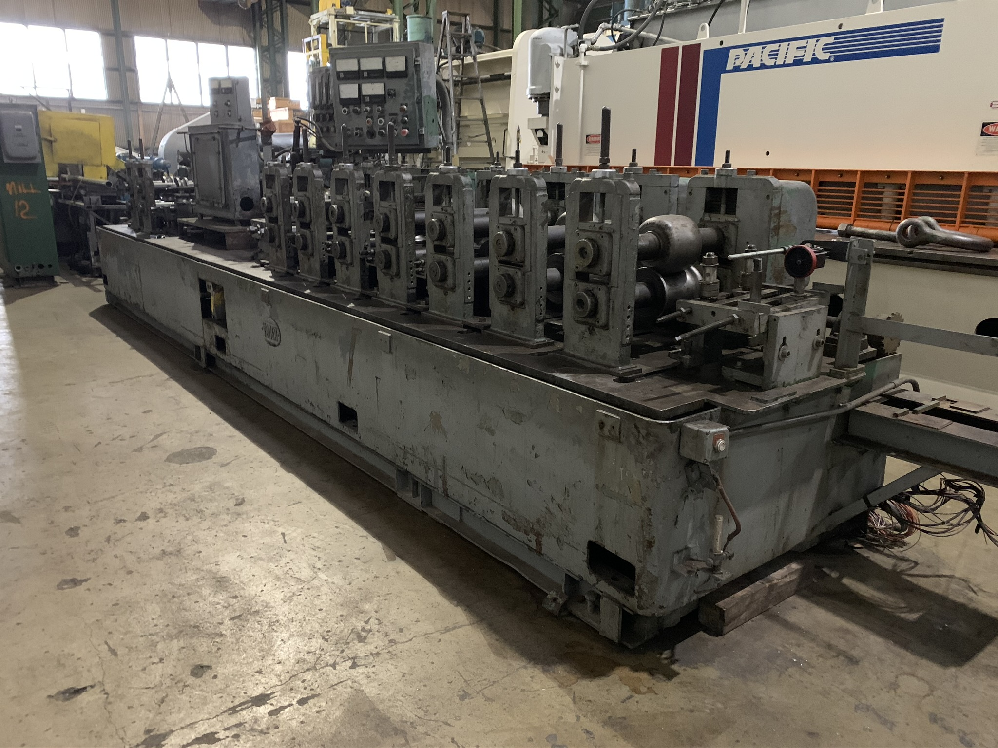 YODER MODEL M2.5 TUBE MILL; S/N C0-1424, 9-STAND 4-BREADKDOWN STANDS, (3) FINISHING STANDS, (2) - Image 4 of 8