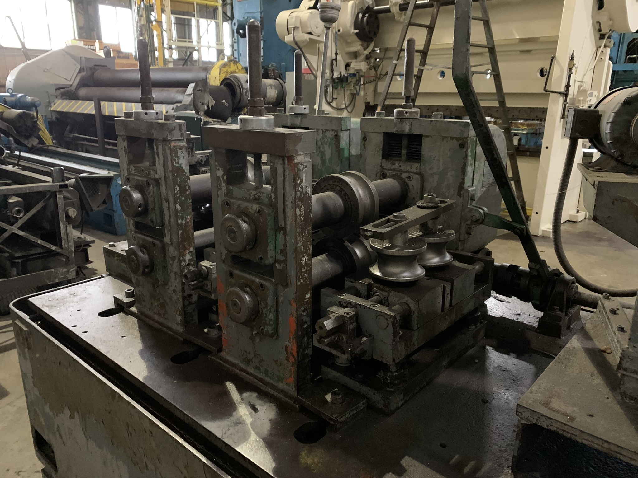 YODER MODEL M2.5 TUBE MILL; S/N C0-1424, 9-STAND 4-BREADKDOWN STANDS, (3) FINISHING STANDS, (2) - Image 2 of 8