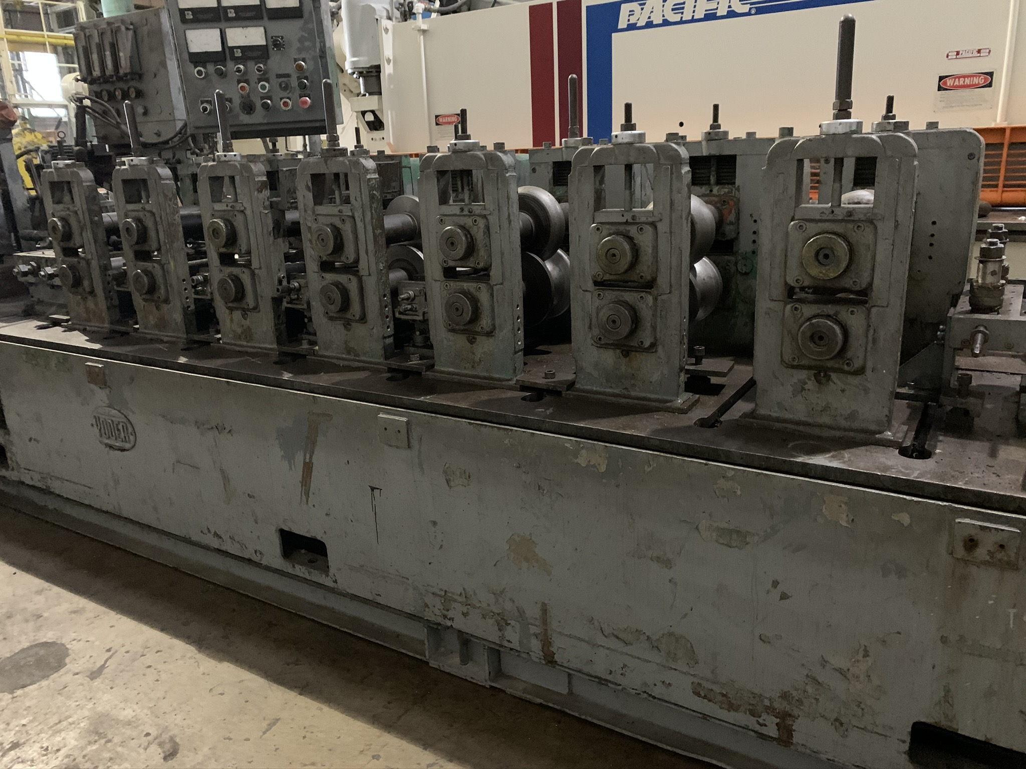 YODER MODEL M2.5 TUBE MILL; S/N C0-1424, 9-STAND 4-BREADKDOWN STANDS, (3) FINISHING STANDS, (2) - Image 5 of 8