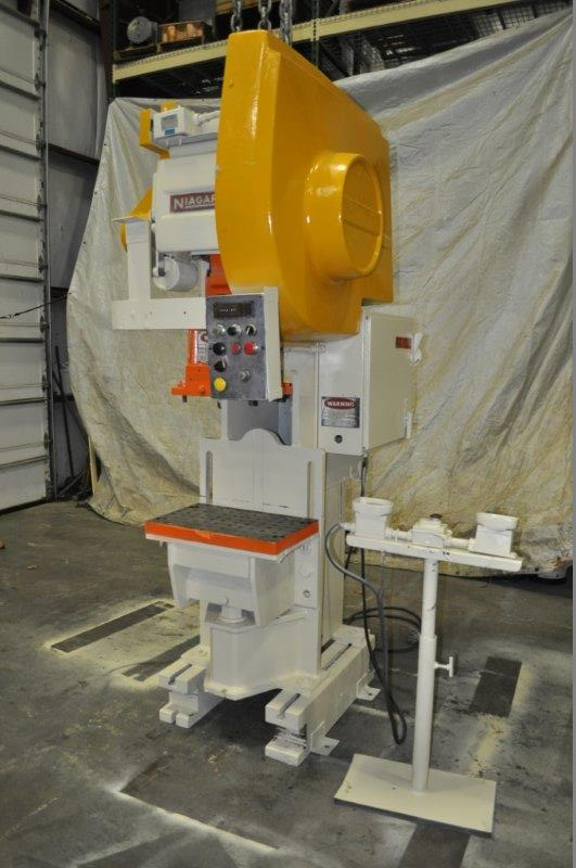 "35 TON NIAGARA MODEL AMB-35 ADJUSTABLE BEND HORN PRESSES; S/N 49363, 24"" LEFT TO RIGHT X 16"" FRONT"