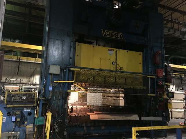 """600 TON VERSON MODEL S2-600-120-72T STRAIGHT SIDE DOUBLE CRANK PRESS; S/N 24770, 120"""" LEFT TO"""