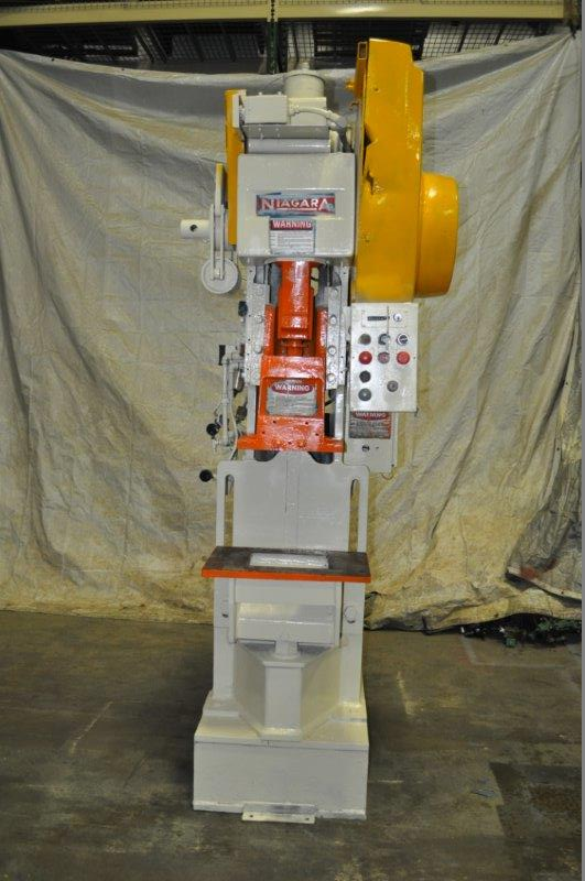 "35 TON NIAGARA MODEL AMB-35 ADJUSTABLE BEND HORN PRESSES; S/N 49362, 24"" LEFT TO RIGHT X 16"" FRONT"
