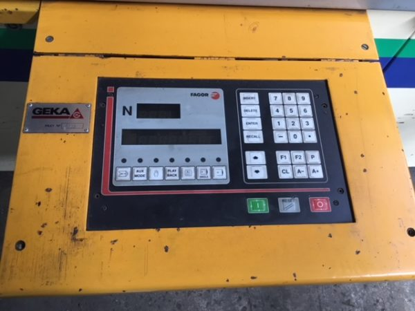 """110 TON GEKA CNC PUNCH; S/N 9702, PUNCHING CAPACITY 110 TONS, CAPACITY IN _"""" MATERIAL 1-1/2"""", - Image 5 of 10"""