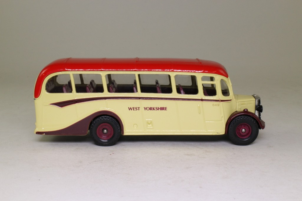 Limited Edition Corgi Bedford OB Coach West Yorkshire - D949/26 - Image 3 of 8