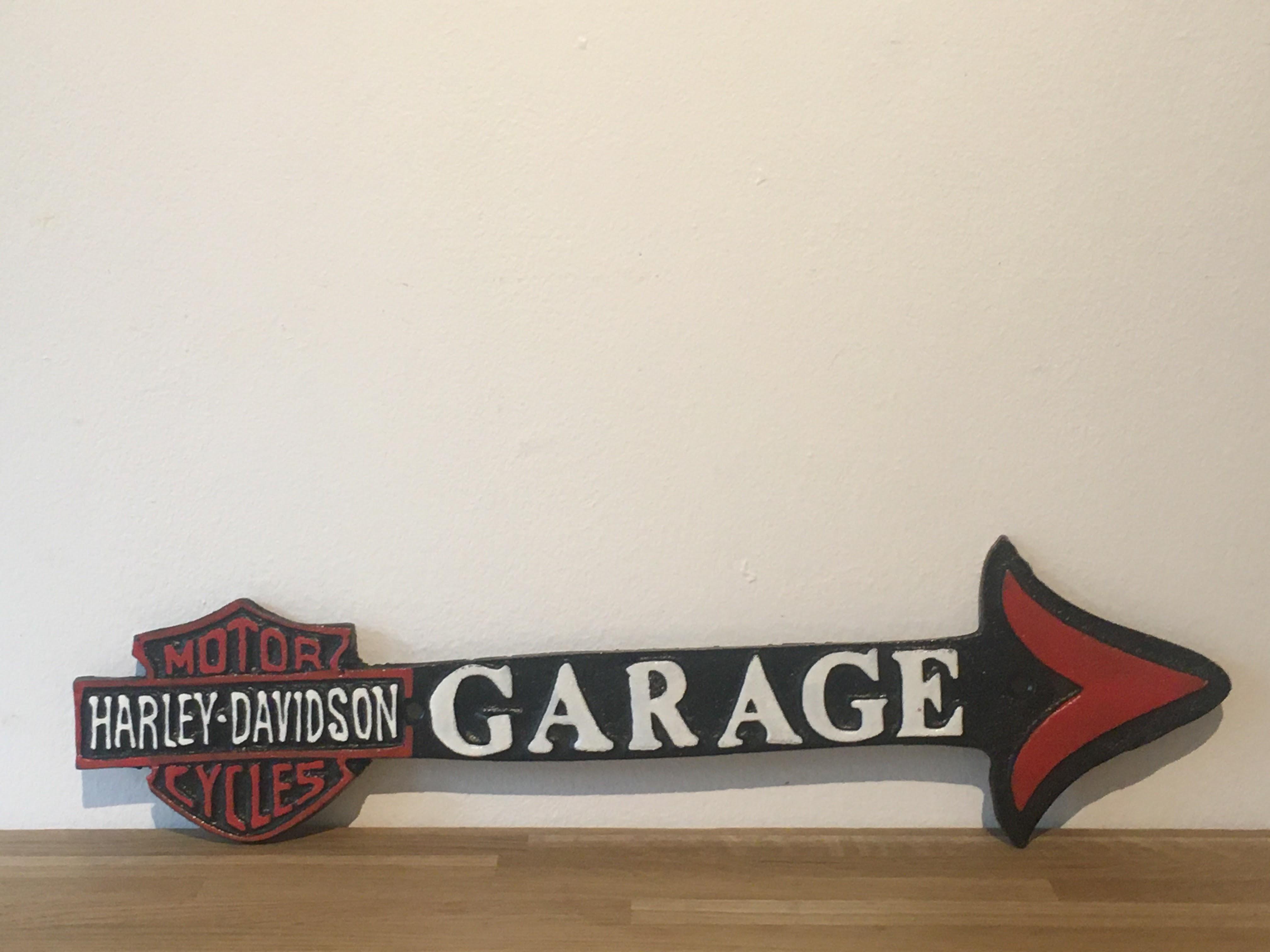 Harley Davidson Motorcycles Cast Iron Garage Arrow Sign