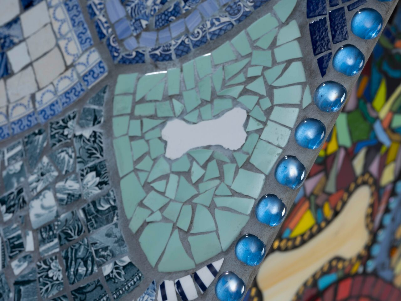 Lot 24 - Sue Smith Glass - St Rovers