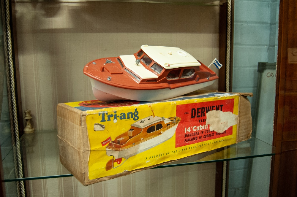 Lot 363 - A BOXED CIRCA 1950's TRI-ANG 'DERWENT' PLASTIC BATTERY POWERED MODEL CABIN CRUISER