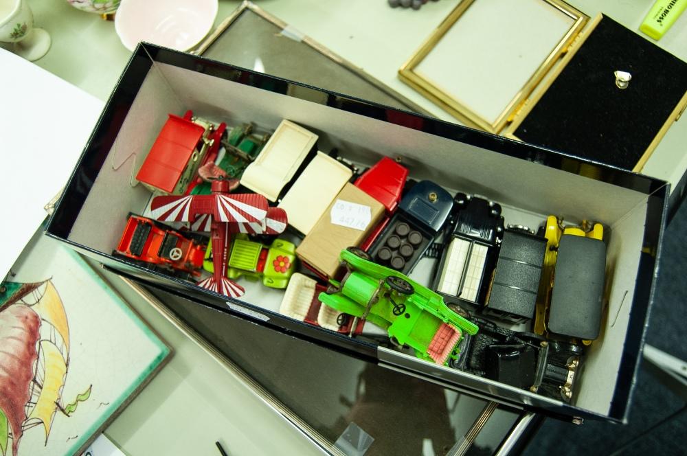 Lot 284 - FOURTEEN 'DAYS GONE' DIE CAST MODEL VEHICLES AND A MODEL BI-PLANE
