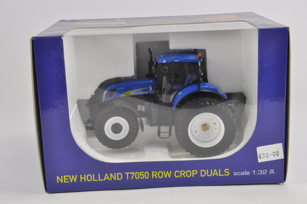 Lot 5 - ROS 1/32 New Holland T7050 Row Crop Duals Tractor. M in E Nox.