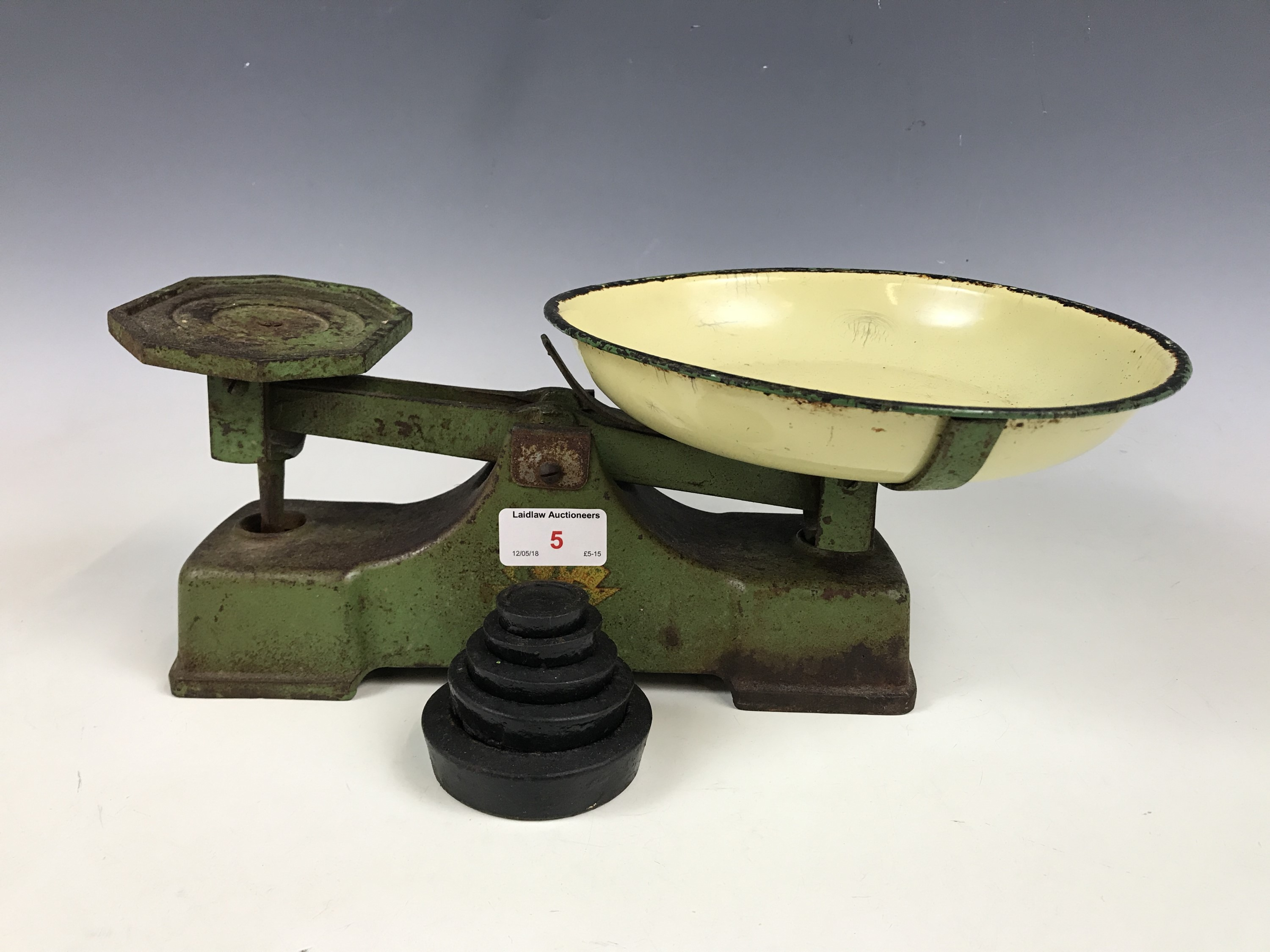 Lot 5 - A set of vintage kitchen scales with weights