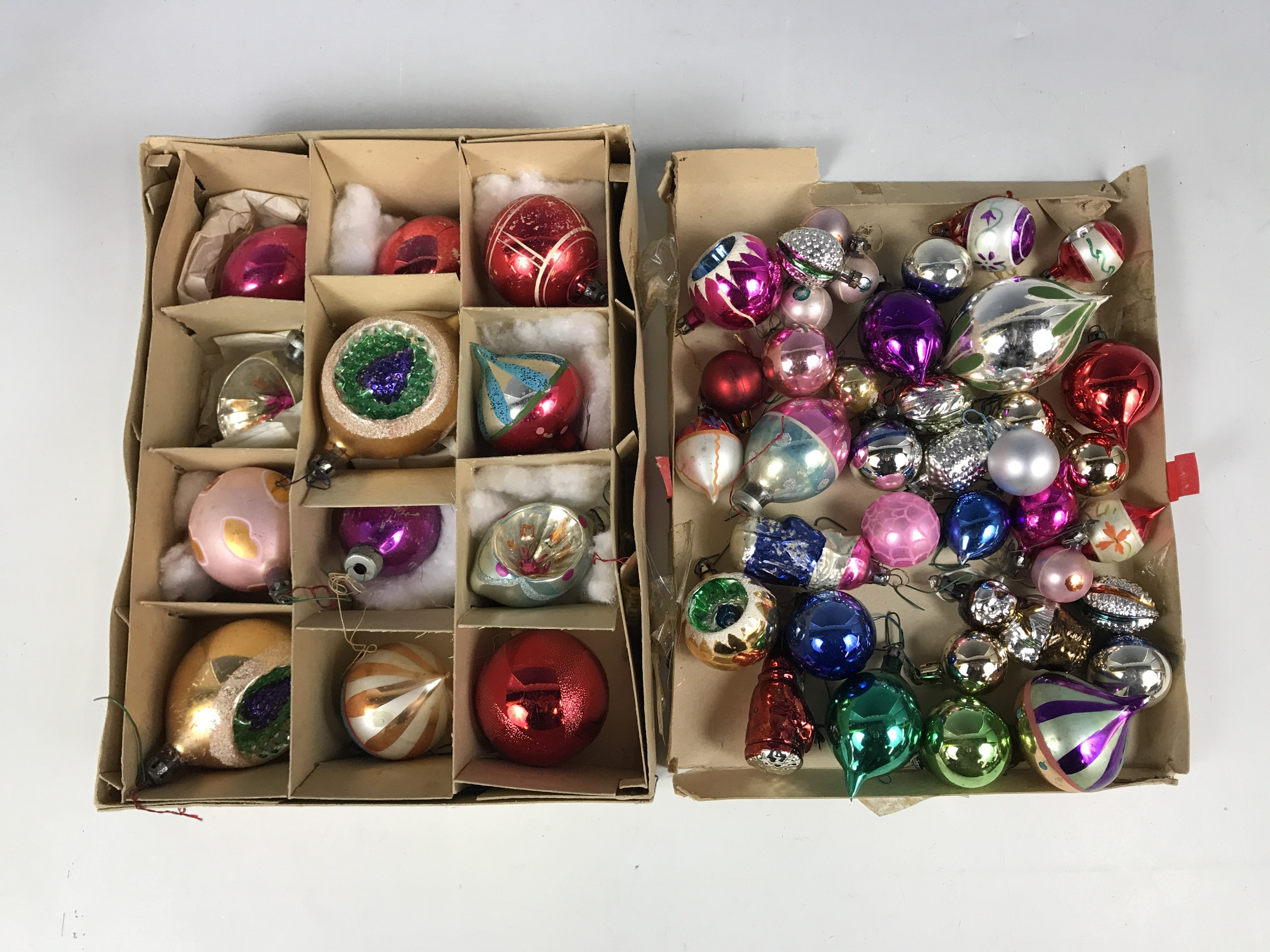 Lot 41 - A quantity of vintage Christmas bauble decorations
