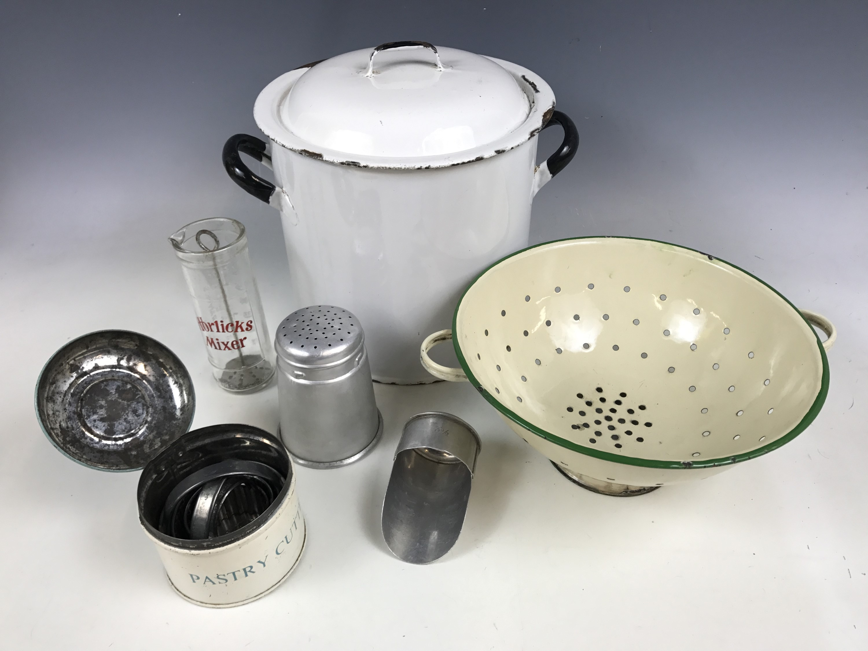 Lot 34 - Vintage kitchenalia, including an enamelled bread bin, an enamelled colander, Tala Ware pastry