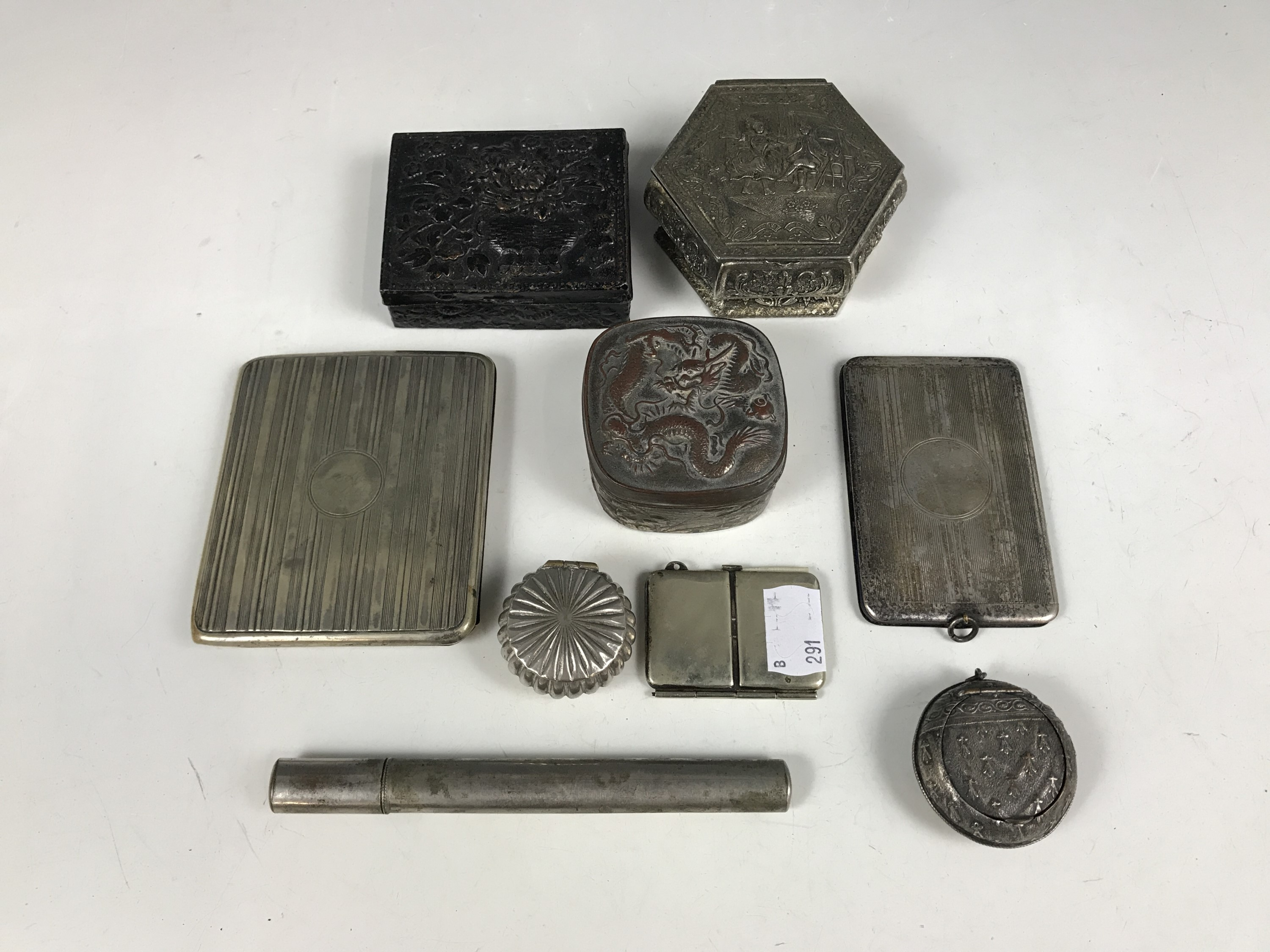 Lot 29 - Sundry collectors' items including three lidded boxes and an electroplate cigarette case etc