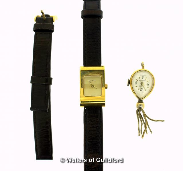 Lot 5008 - Ladies' Gucci 2300L wristwatch, rectangular gold coloured dial, on dark brown leather strap, spare
