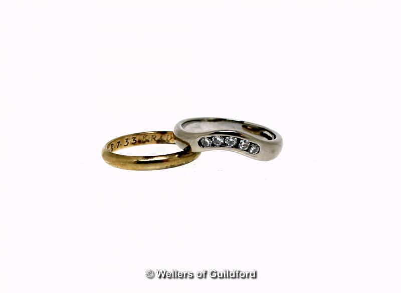 Lot 5110 - 18ct white gold diamond set band ring, five round brilliant cut diamonds set in a wave design,
