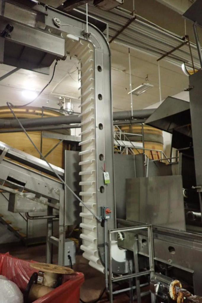 Lot 1023 - Incline Z conveyor, 48 in. long x 32 in. tall bottom leg, 36 in. long x 13 ft. tall top leg, plastic