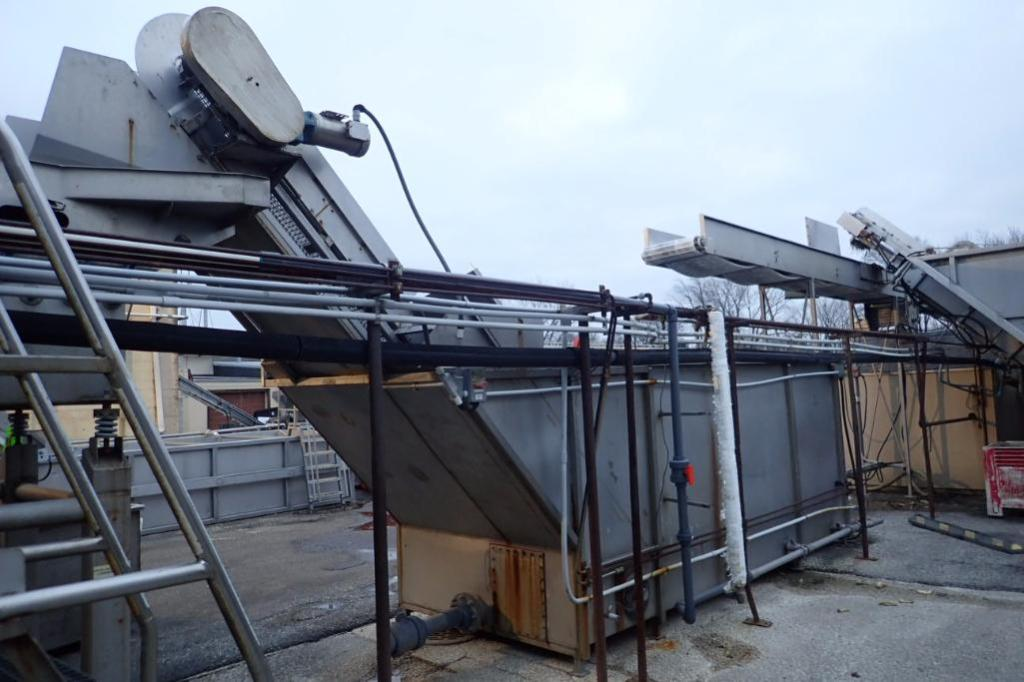 Lot 1004 - SS flume tank with SS flighted belt, 14 ft. long x 72 in. wide x 48 in. tall, motor and drive, with