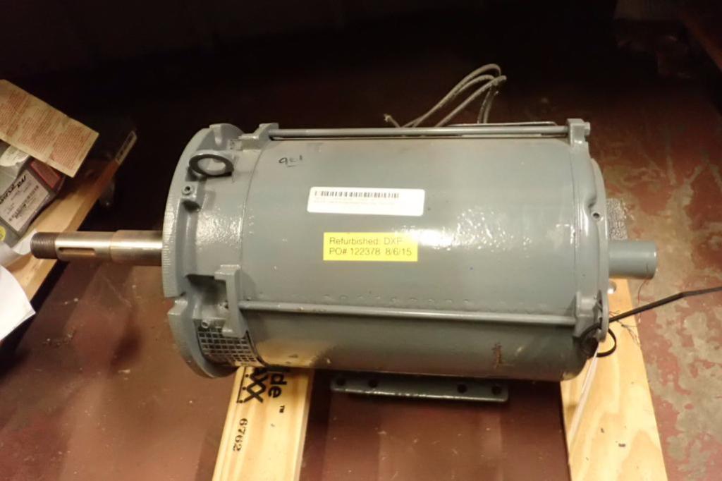 Lot 961 - (2) electric motor, Baldor 5 hp, 3 ph., Frame 215T, 1160 rpm, Cleaver Brooks 15 hp electric blower m