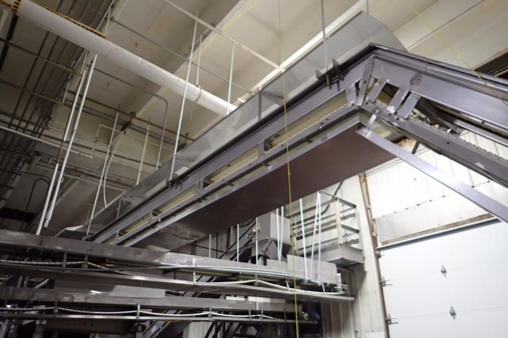 Lot 1018 - Bryant incline Z conveyor, 27 ft. long x 18 in. wide x 32 in. infeed x 12 ft. discharge, plastic fli