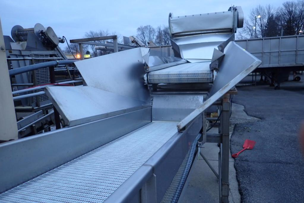 Lot 1003 - Incline conveyor, 35 ft. long x 24 in. wide x 60 in. infeed x 108 in. discharge, SS frame, motor and