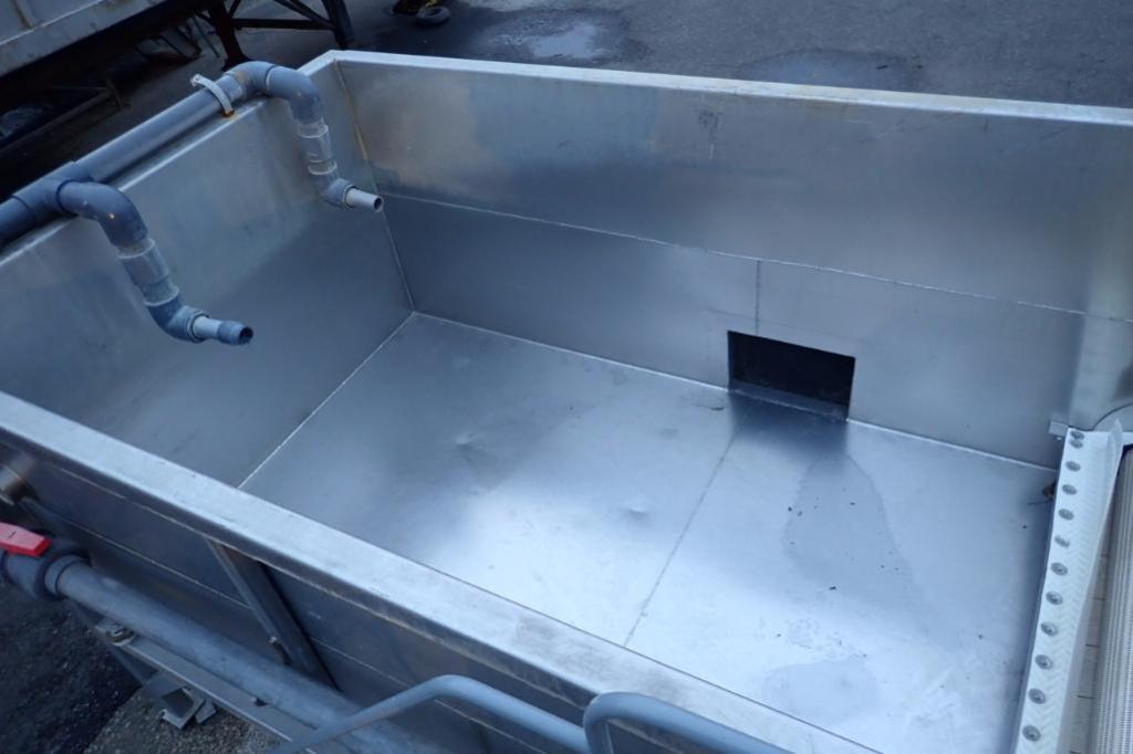 Lot 1001 - SS flume tank with incline plastic flighted belt, 132 in. long x 70 in. wide x 48 in. tall, 144 in.