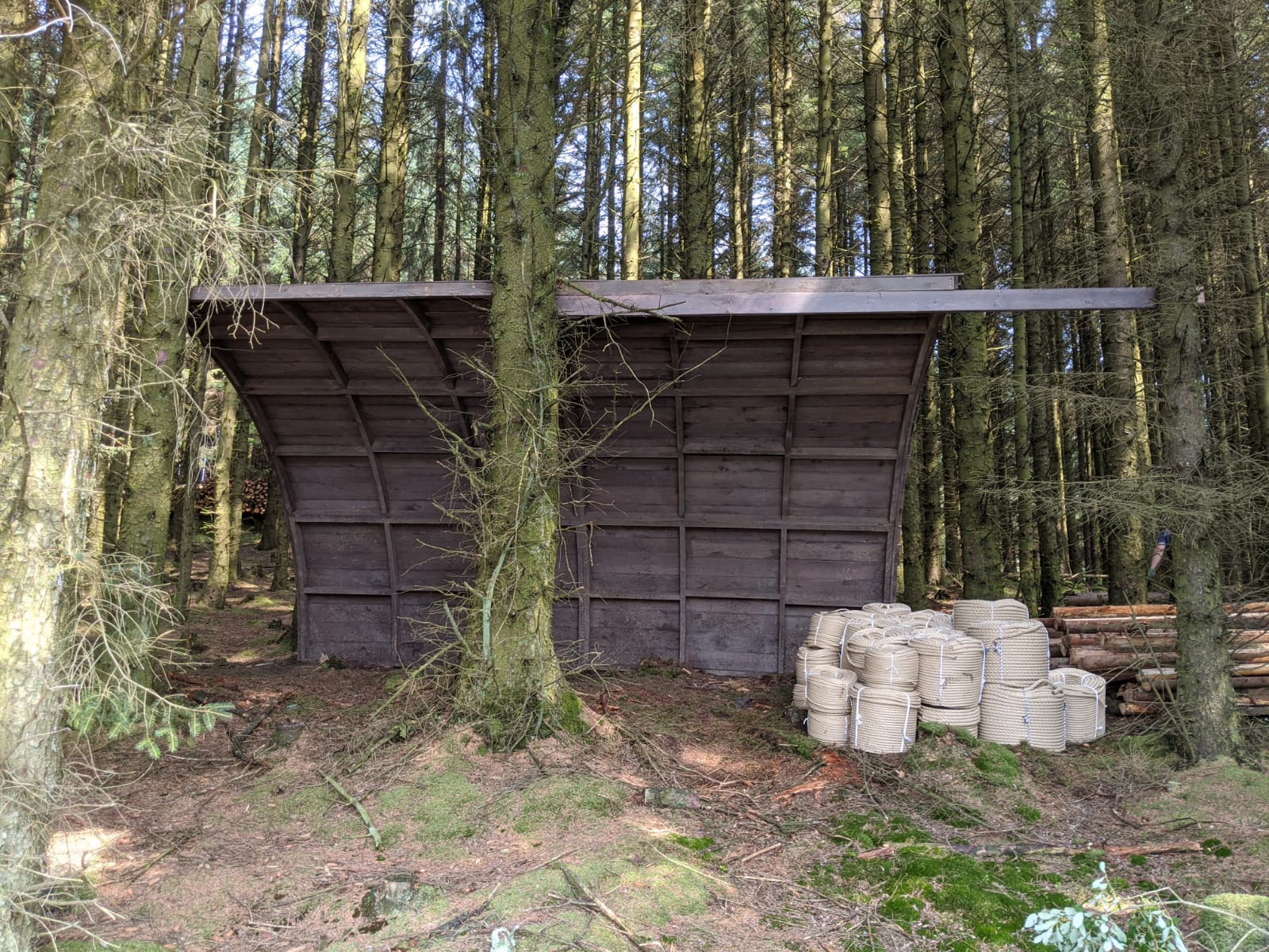 SINGLE SPAN TIMBER BUILDING/ CABIN, forming accommodation area, internal dimensions approx. 8.4m x - Image 25 of 31