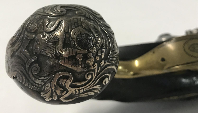 A rare antique flat Queen Anne flintlock 18 bore pistol c 1720. - Image 2 of 6