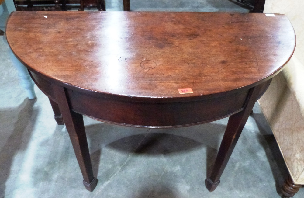 Lot 253 - A George III mahogany gateleg supper table on square tapered legs with spade terminals. 48' wide