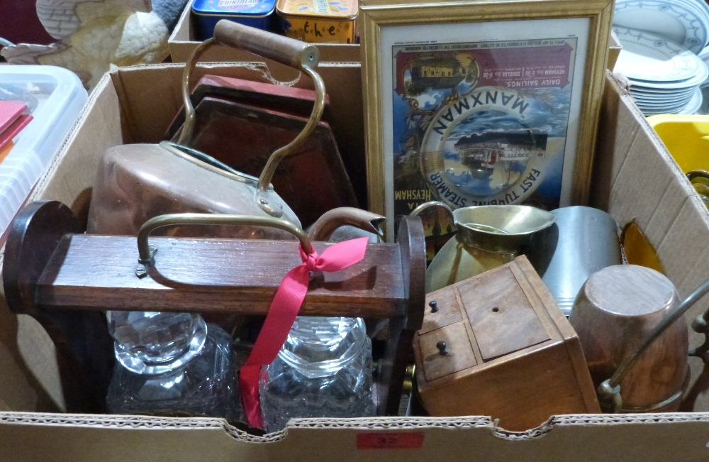Lot 32 - A box of metalware and sundries