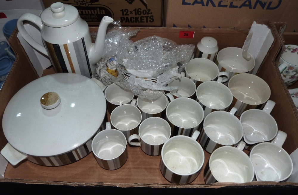 Lot 25 - A box of Midwinter Queensbury tea and coffee ware