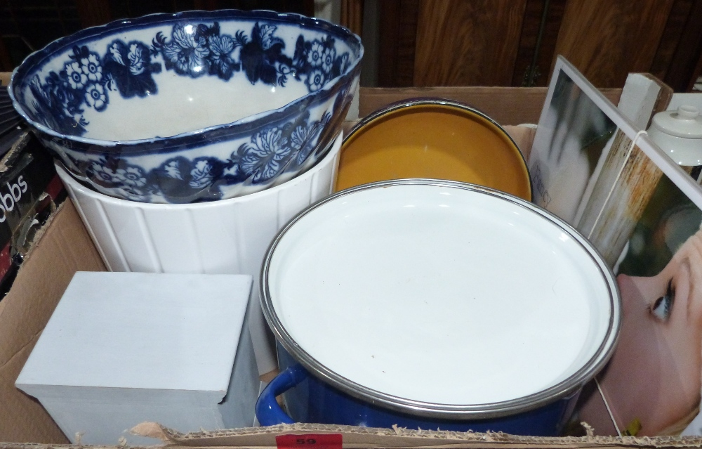 Lot 59 - A box of ceramics and sundries