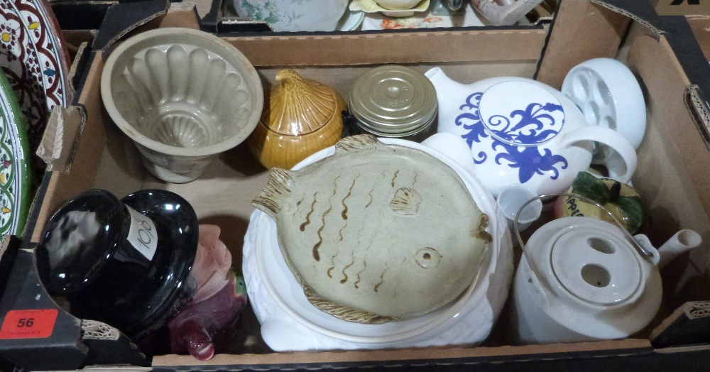 Lot 56 - A box of miscellaneous ceramics