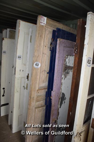 Lot 453 - *FIVE MIXED INTERNAL AND EXTERNAL DOORS