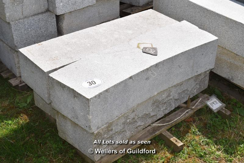 Lot 30 - *PALLET OF MIXED CHINESE GRANITE CURVES/RADIUS CURVES, APPROX 4 LINEAR METRES