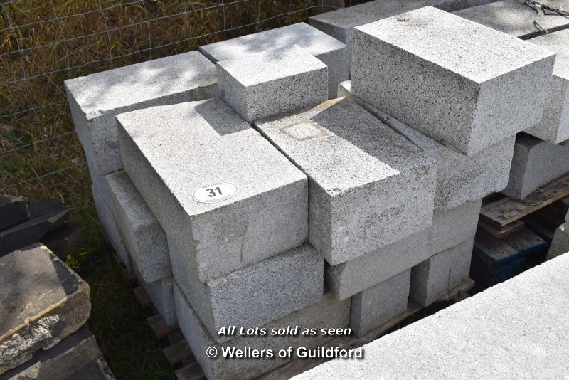 Lot 31 - *PALLET OF MIXED CHINESE GRANITE CURVES/RADIUS CURVES, APPROX 8 LINEAR METRES