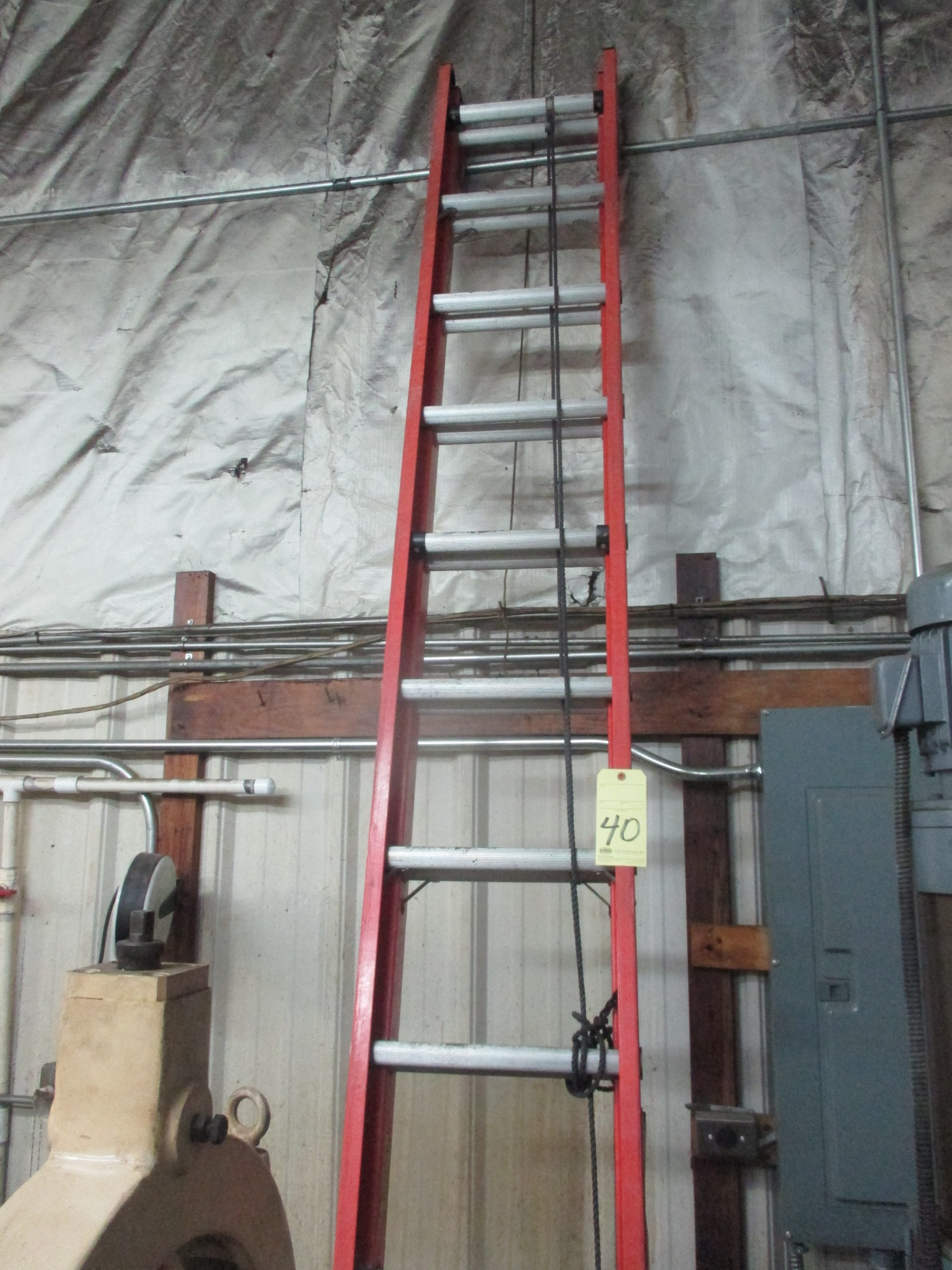 Lot 40 - LOT CONSISTING OF: Louisville extension ladder & step ladders