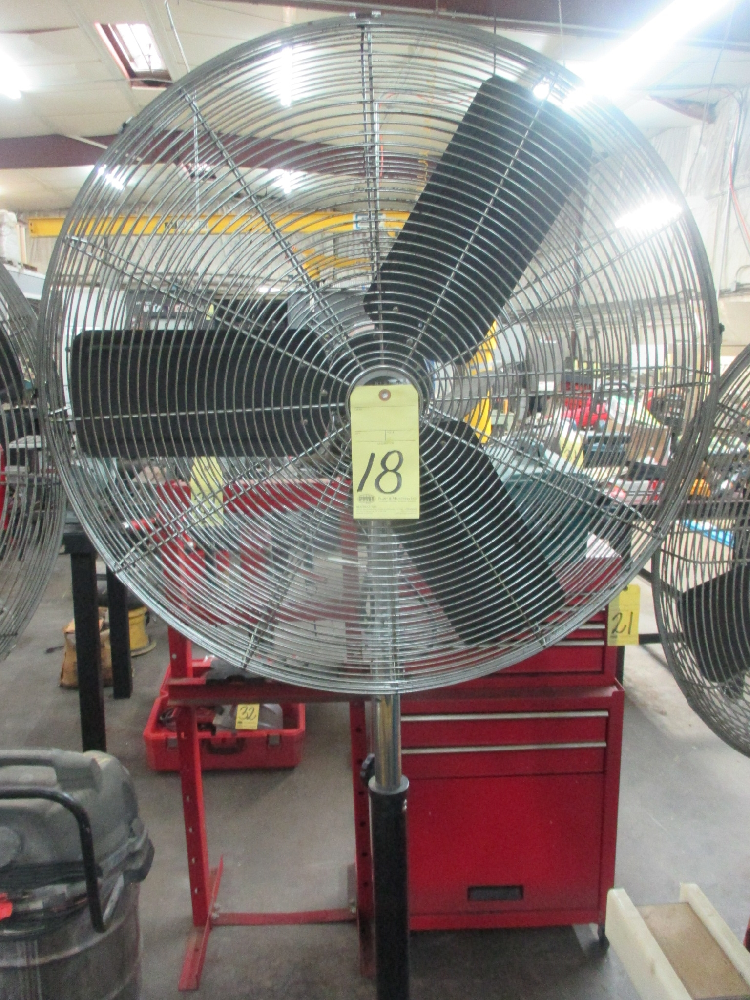 Lot 18 - PEDESTAL SHOP FAN, FLOW PRO 30""
