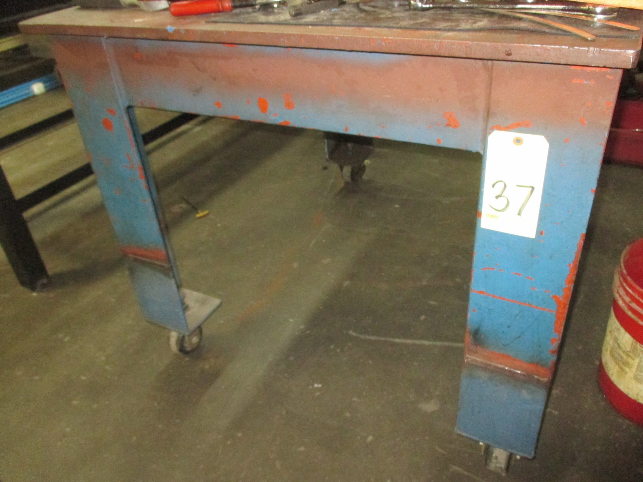 Lot 37 - ROLLER TABLE, 4-1/2' x 3-1/2', H.D., w/vice (delayed removal until 08/24/17)